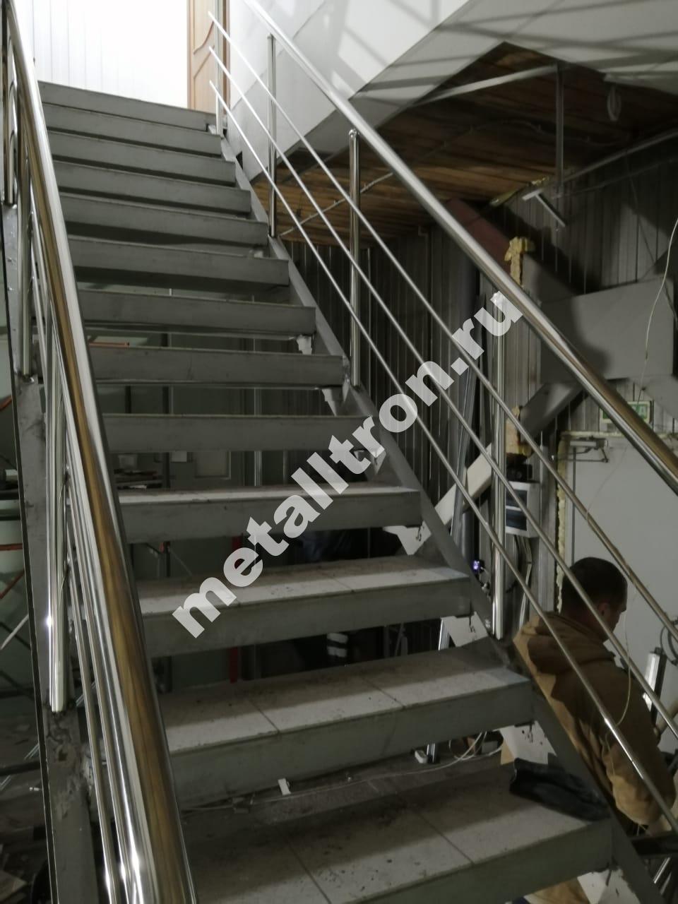 Лестничные ограждения из нержавеющей стали.